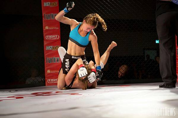Sormova pummels her opponent Sandra Danisova at Fight Explosion 5 in 2014. Courtesy of FightNews